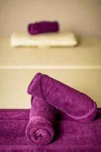 Handtücher auf Massageliege